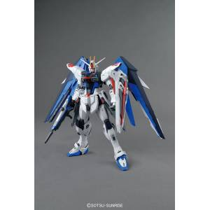 Mobile Suit Gundam SEED - Freedom Gundam Ver.2.0 Plastic Model [1/100 MG / Bandai]